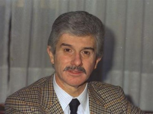 Celebrities who died young wallpaper probably containing a business suit, a judge advocate, and a suit entitled Çetin Emeç (d. 1935, İstanbul – ö. 7 march 1990, İstanbul).