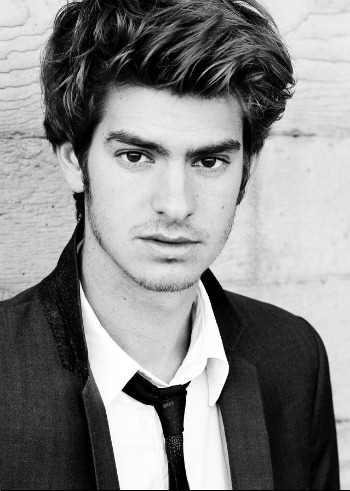 Andrew Garfield wallpaper containing a business suit and a suit entitled Andrewww :*