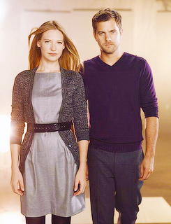 Anna Torv and Joshua Jackson দেওয়ালপত্র possibly containing a hip boot, a pullover, and a well dressed person called Anna & Josh ♥