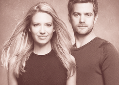 Anna Torv and Joshua Jackson achtergrond with a portrait titled Anna & Josh ♥