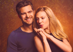 Anna Torv and Joshua Jackson দেওয়ালপত্র possibly containing a portrait titled Anna & Josh ♥