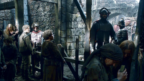Arya and Hot Pie with Lannister soldiers