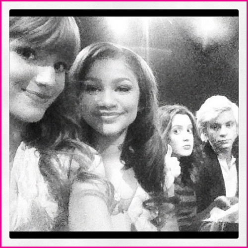 Bella Thorne, Zendaya Coleman, Ross Lynch And Laura Marano At Walt ディズニー World