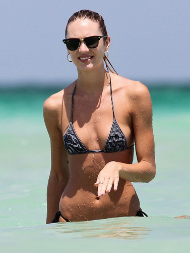 Candice Swanepoel Gets Wet on the সৈকত in Miami – July 3rd, 2012