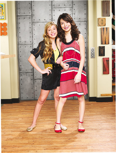 iCarly wolpeyper containing a Playsuit entitled Carly & Sam