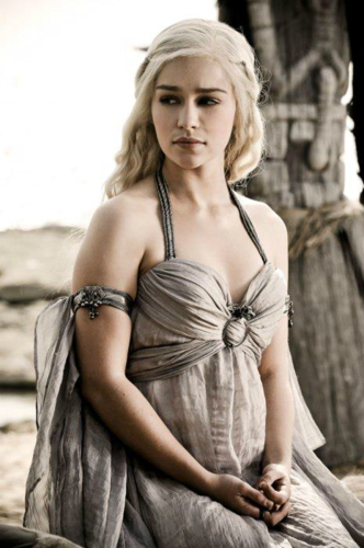 Daenerys Targaryen wallpaper with a dinner dress titled Dany