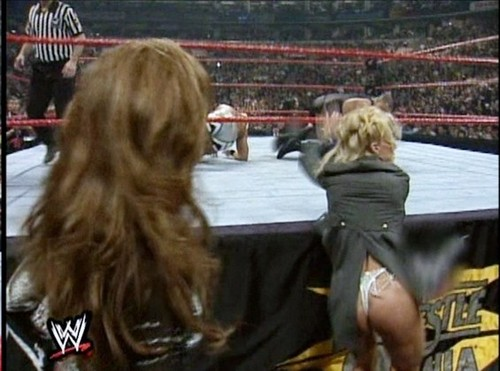 Debra at Wrestlemania XV- White sinturon