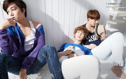 EXO-K fondo de pantalla possibly containing a couch, a living room, and a well dressed person titled EXO-K for The Face comprar