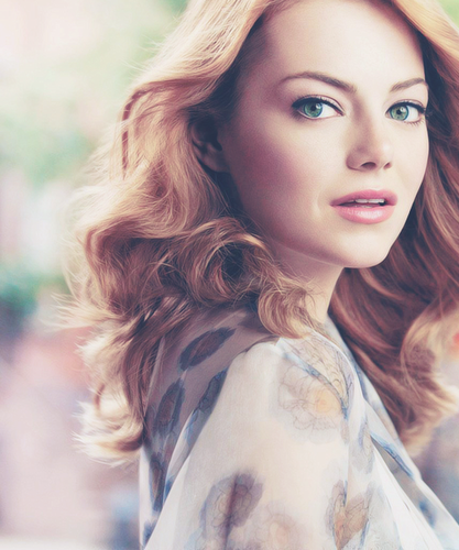 Emma Stone wallpaper possibly with a portrait titled Emma stone
