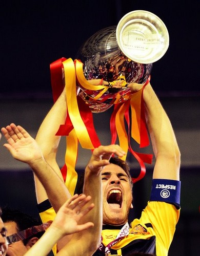 Euro 2012 final: Spain v Italy - Casillas celebrating victory
