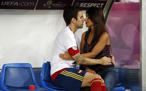 Cesc Fabregas 바탕화면 possibly with a sign titled Euro 2012 final: Spain v Italy - Fabregas celebrating victory