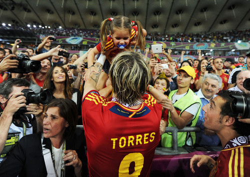Fernando Torres images Euro 2012 final: Spain v Italy - Torres celebrating victory wallpaper and background photos