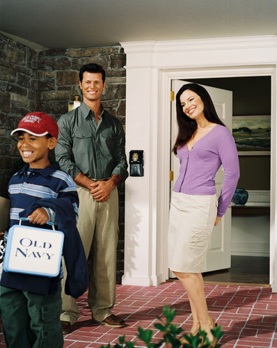 Fran Drescher karatasi la kupamba ukuta containing a sign, long trousers, and an outerwear called Fran Drescher