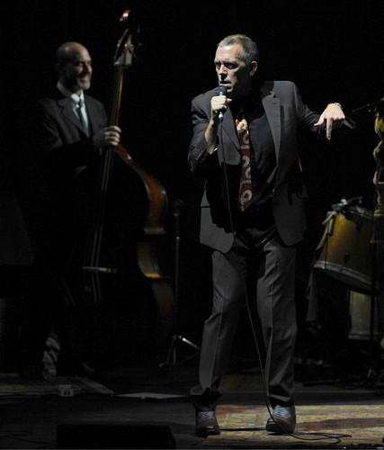 "Hugh Laurie संगीत कार्यक्रम at the ""HMV Hammersmith Apollo"" - London. 02.07.2012"