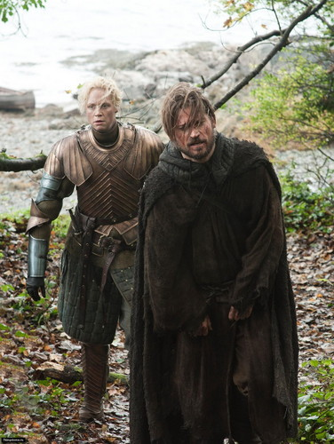 House Lannister wallpaper probably containing a fur coat entitled Jaime Lannister & Brienne of Tarth