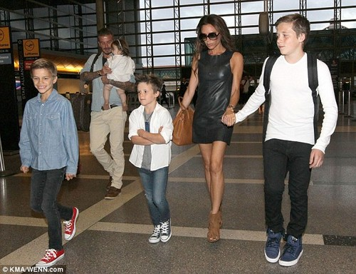 July 5th - LA - The Beckhams at LAX airport - david-beckham Photo