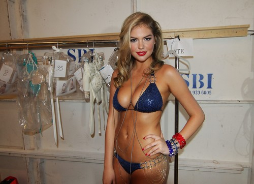 Kate Upton fond d'écran with a bikini titled Kate - Mix