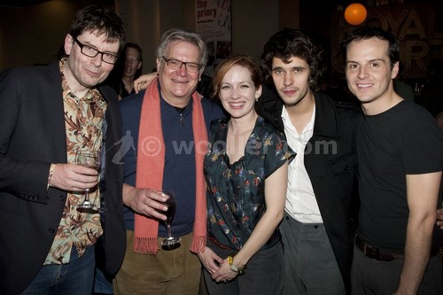 katherine parkinson fondo de pantalla called Katherine Parkinson with James MacDonald, Paul Jesson, Ben Whishaw & Andrew Scott