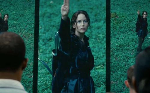 Katniss 3 finger salute