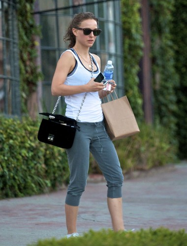 Natalie Portman wallpaper titled Leaving the gym after a workout in Atwater Village, Los Angeles (June 28th 2012)