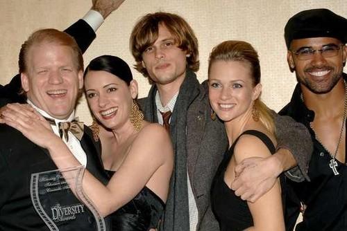 Lola Glaudini and the cast of Criminal Minds