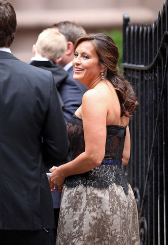 Mariska Hargitay Arriving at Alec Baldwin's Wedding