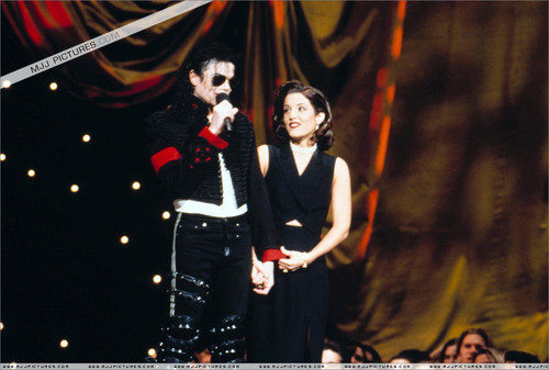 Michael and Lisa Marie - lisa-marie-presley Photo