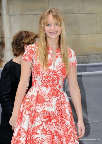 More pics of Jennifer at the Christian Dior Haute-Couture show - Inside - 02/07/12.