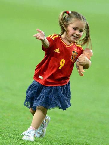 Fernando Torres wallpaper entitled NORA TORRES