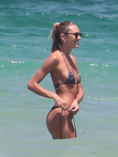 On The strand In Miami [3 July 2012]