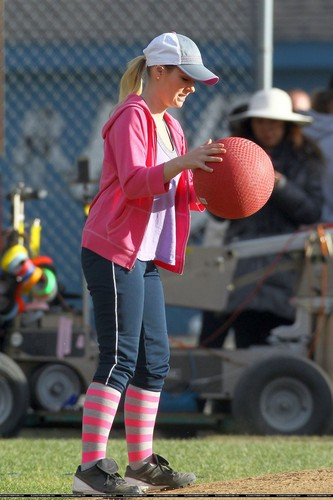 """On the Set of """"Happy Endings"""" - March 1, 2012"""