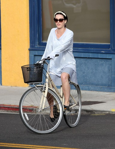 Out For A Bike Ride In Venice Beach [4 July 2012] - katy-perry Photo