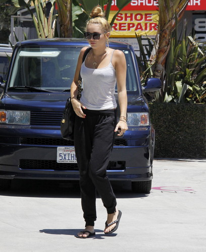 Out In Beverly Hills [30 June 2012] - miley-cyrus Photo