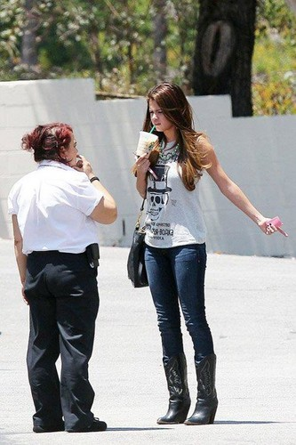 Out in Encino,LA ~ 3rd July,2012 - selena-gomez Photo