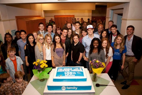 Fotos from Secret Life's 100th episode party!