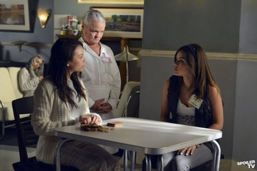 Pretty Little Liars - Episode 3.07 - Crazy - Promotional تصویر