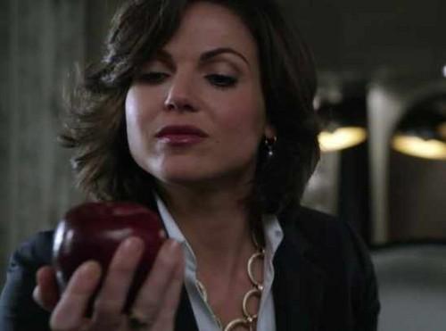 Regina Mills/ The Evil Queen