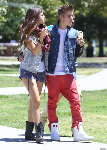 Selena - With Justin enjoying ice cream in the park - June 30, 2012
