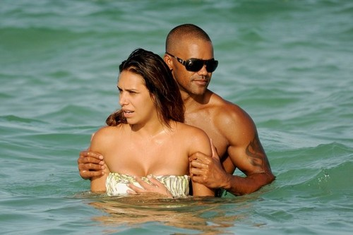 Shemar Moore on the beach - shemar-moore Photo