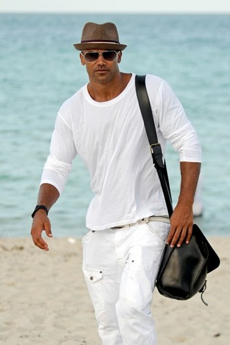 Shemar Moore takes a nap on the пляж, пляжный in Miami