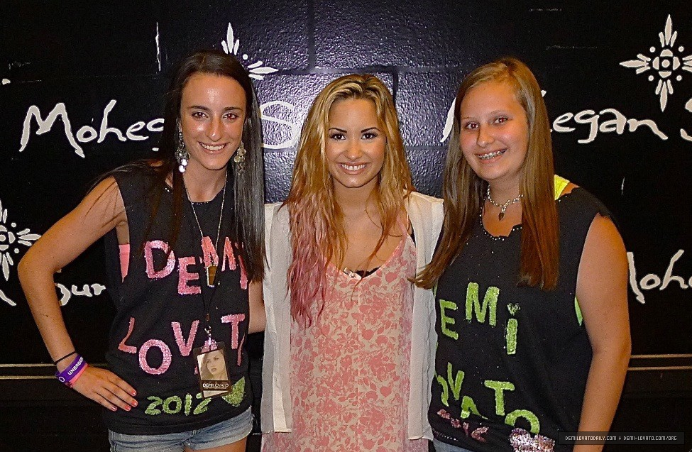 demi lovato meet and greet photos 2012