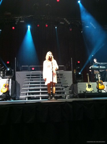 Summer Tour - Mohegan Sun Arena Uncasville, CT - Soundcheck (June 30, 2012)