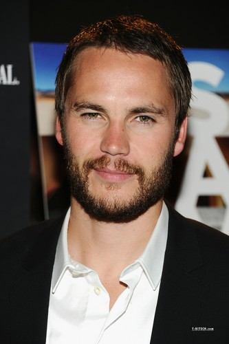 Taylor at Savages Premiere in NYC (June 27th, 2012) - taylor-kitsch Photo