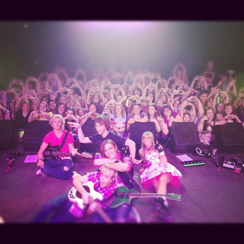 "Tweets;unbelievable! ""@officialR5: Thank u Portland!!!!! Sooo freakin awesome! -Rydel xoxo"