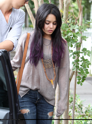 Vanessa - Out for lunch at Aroma Coffee & tè in Studio City - June 15, 2012