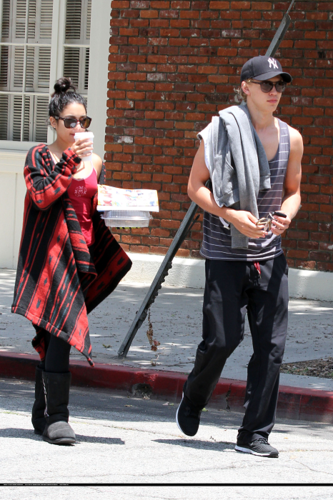 Vanessa - Out for lunch at Kings Road Cafe in Studio City - June 14, 2012