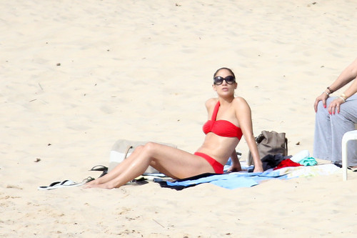 Дженнифер Лопес Обои with a bikini entitled Wearing A Bikini At A пляж, пляжный In Brazil [30 June 2012]