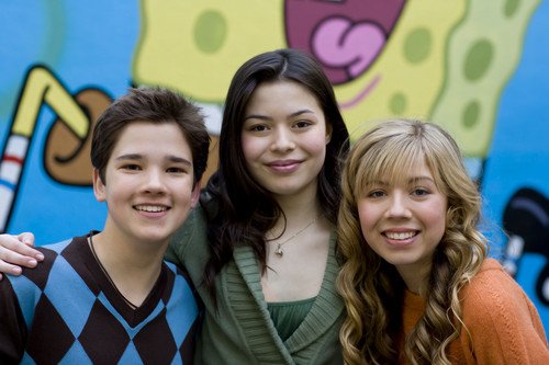 iCarly wolpeyper with a portrait called iCarly