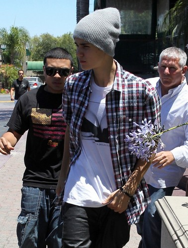 justin bieber,encino LA!, 2012 - justin-bieber Photo