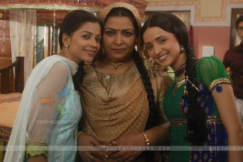 Iss Pyar Ko Kya Naam Doon wallpaper entitled payal, khushi and madhumathi ji